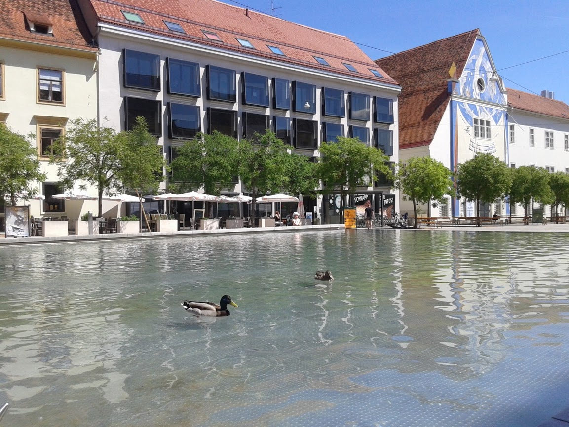 Karmeliterplatz - Foto: Viktor Jánoš