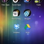 Screenshot: Unter Android Ice Cream Sandwich können Apps nun in Ordnern zusammengefasst werden.