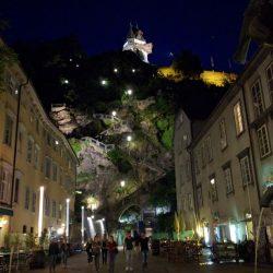 Schlossbergplatz am Abend